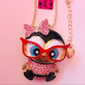 🐧Betsey Johnson Adorable Pink Penguin Necklace